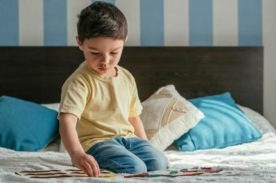 Ребенок боится спать один, что делать? Ребенок не засыпает один