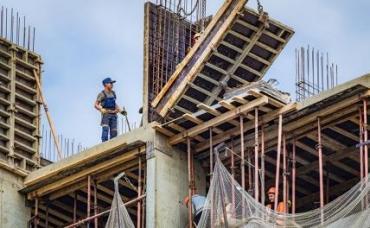 Эксперт объяснил, почему не стоит вкладывать сбережения в недвижимость