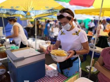 В Курске первую медовую ярмарку посетило рекордное количество людей
