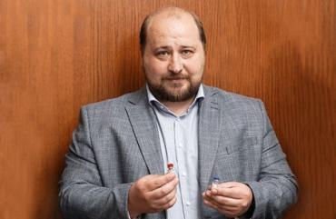 Вакцина от коронавируса может стать общедоступной в марте-апреле: интервью разработчика препарата Дениса Логунова