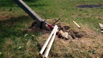 Как вытащить бетонный столб домкратом