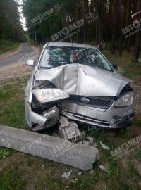 Под Курском автомобиль сбил столб