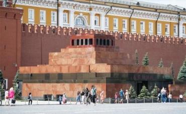 На фото: мавзолей Ленина