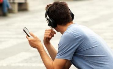 Эксперт: нужно сокращать время контакта смартфона с телом