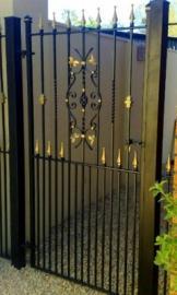 Сварные калитки и ворота: установка их своими руками