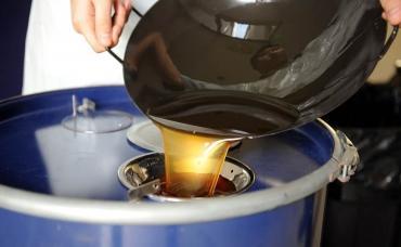 Изобретен губчатый материал, превращающий отработанное растительное масло в биодизель
