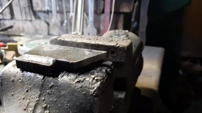 Приставка из хлама к наждаку для идеальной заточки сверл