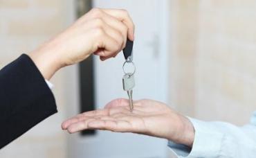 Семью с детьми лишили купленной по ипотеке с маткапиталом квартиры, обязав погашать кредит