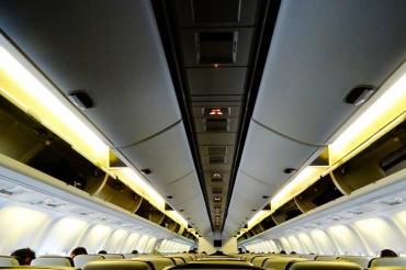 Эксперты выяснили, каков шанс заразиться COVID в самолете