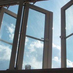 Курская пенсионерка выбросила в окно 50 тысяч рублей