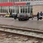 В Курске на Литовской автомобиль вылетел на трамвайные пути