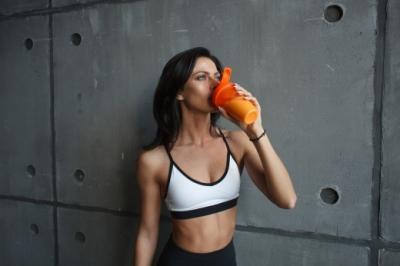 Чем перекусить перед тренировкой? Простые рецепты смузи для спортсменов