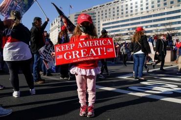 Сторонники и противники Трампа вышли на улицы в центре Вашингтона