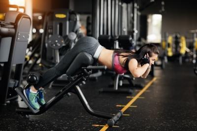 Популярные упражнения, в которых многие делают ошибки. Как правильно выполнять становую тягу и гиперэкстензию?