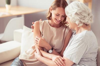 Как наладить отношения с мамой. 3 причины холодности или скандалов. Как испытать благодарность к маме