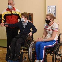 В Курске для детей-инвалидов провели мастер-класс по фехтованию на колясках