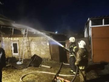 В Курске загорелся деревянный дом