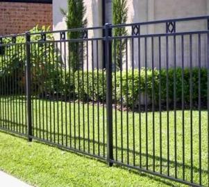 Забор из сварных металлических прутьев (железного прутка)