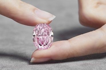 «Призрак розы» история камня и кто владелец самого дорого в мире бриллианта