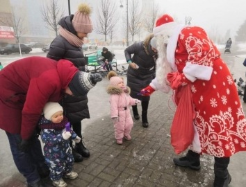 4 января Дед Мороз и Снегурочка продолжат поздравлять курян на улицах