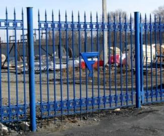 Забор из профильной трубы: цена, фото и установка секционных и сварных ограждений