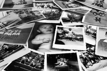 Почему мы выглядим моложе своих пап и мам в те же годы