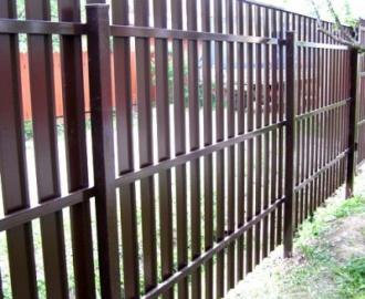 Забор из металлического штакетника: фото, цена и стоимость установки