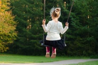 5 мифов о том, как вырастить ребенка счастливым