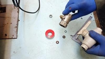 Что делать, если капает по штоку крана радиатора отопления
