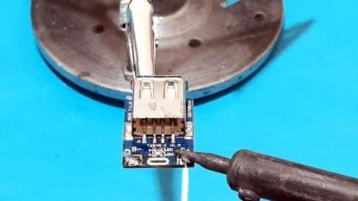 Как сделать простой Power Bank 5000 мА/ч в корпусе из шприца