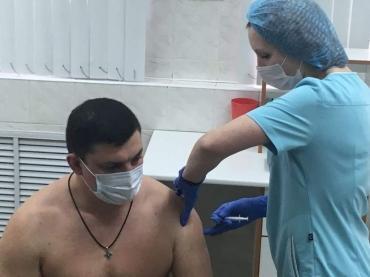 Замгубернатора Юрий Князев сделал прививку от коронавируса