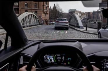 Новая модель Audi будет проецировать данные приборной панели на лобовое стекло