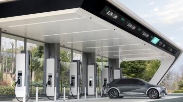 Hyundai начнет выпускать сверхбыстрые зарядные станции для электромобилей