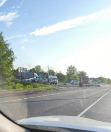 На трассе под Курском легковушка столкнулась с фурой