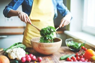 В каких овощах меньше всего калорий, как сделать низкокалорийный салат?
