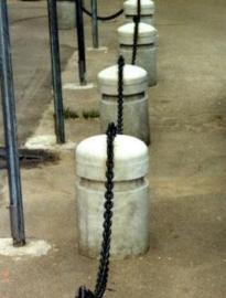 Металлическая и пластиковая цепь для ограждения