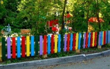 Забор и ограждения для детской площадки