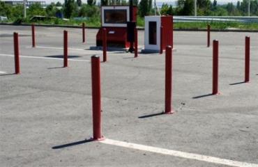 Парковочные барьеры, столбики и другие ограничители и ограждения парковки