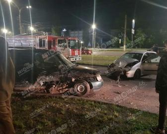 В Курске в ДТП у торгового центра ранены два водителя и два пассажира