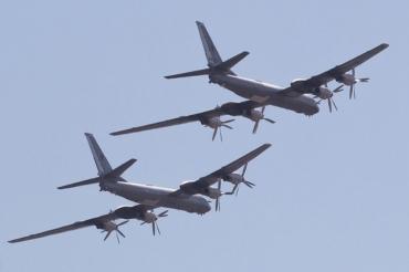 Два бомбардировщика Ту-95МС совершили плановый полет над Черным морем