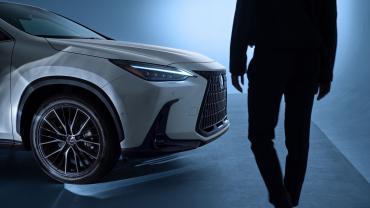 Кроссовер Lexus NX заметно повзрослел со сменой поколений