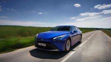 Водородный автомобиль Toyota проехал более 1000 км на одной заправке