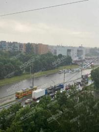 В Курске на улице Республиканской утонули два автомобиля
