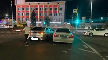 В Курске санитар автодорог Беляш протаранил автомобиль Киа Рио