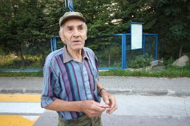 Пенсионер построил дорогу