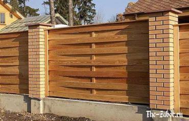 Строим забор из досок – обычный горизонтальный и плетенка