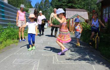 Просто, но захватывающе! Игры для детей с мелками на асфальте