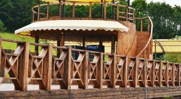 Пластиковые и деревянные заборы в стиле кантри