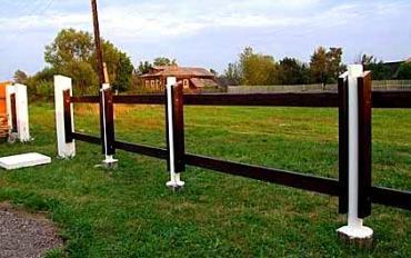 Бетонные столбы и блоки для забора: установка их своими руками