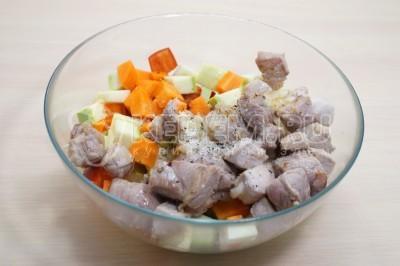 Мясо с овощами в горшочках в духовке